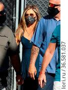 Jennifer Aniston se eat Jimmy Kimmel Live! studios in Los Angeles... Редакционное фото, фотограф Guillermo Proano / WENN / age Fotostock / Фотобанк Лори