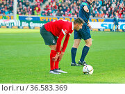 Vincenzo Grifo (Freiburg), mit Ball, Fussball: 2.BL. - 15/16 - SC... Стоковое фото, фотограф Zoonar.com/Joachim Hahne / age Fotostock / Фотобанк Лори