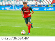 Vincenzo Grifo (Freiburg) mit Ball, Fussball: 2. BL 15-16: 10. Sptg... Стоковое фото, фотограф Zoonar.com/Joachim Hahne / age Fotostock / Фотобанк Лори