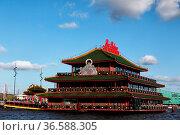 Das schwimmende chinesische Restaurant Sea Palace im Hafen von Amsterdam... Стоковое фото, фотограф Zoonar.com/Dirk Rueter / age Fotostock / Фотобанк Лори