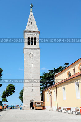 Kirche , Novigrad, Istrien,Kroatien, kirchturm, turm, hoch, architektur...