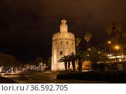 Torre del Oro, historical limestone Tower of Gold in Seville (2019 год). Редакционное фото, фотограф Юлия Белоусова / Фотобанк Лори