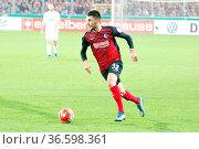 Vincenzo Grifo (Freiburg) mit Ball, DFB-Pokal 15/16 2 HR: SC Freiburg... Стоковое фото, фотограф Zoonar.com/Joachim Hahne / age Fotostock / Фотобанк Лори