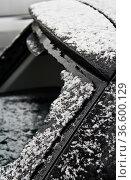 Zerstörte Heckscheibe an einem PKW. Стоковое фото, фотограф Zoonar.com/Karl Heinz Spremberg / easy Fotostock / Фотобанк Лори