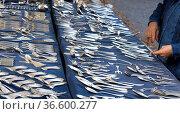 Warenangebot auf einem Trödelmarkt, Berlin, Deutschland. Стоковое фото, фотограф Zoonar.com/Karl Heinz Spremberg / easy Fotostock / Фотобанк Лори