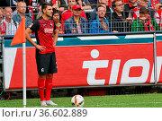 Vincenzo Grifo (Freiburg) beim Eckball, Fussball: 2. BL 15-16: 9. ... Стоковое фото, фотограф Zoonar.com/Joachim Hahne / age Fotostock / Фотобанк Лори