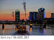 Schiff, Frankfurt, abends, abend, hochhaus, main, hochhäuser, city... Стоковое фото, фотограф Zoonar.com/Volker Rauch / easy Fotostock / Фотобанк Лори