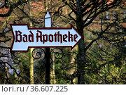 Bad Apotheke (Schild in Bad Meinberg) Стоковое фото, фотограф Zoonar.com/Martina Berg / easy Fotostock / Фотобанк Лори