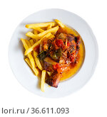 Tasty pork knuckle with potatoes and stewed peppers served. Стоковое фото, фотограф Яков Филимонов / Фотобанк Лори