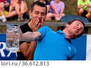 Denis Kornilov (Russland / RUS) stemmt mit letzter Kraft einen Maßkrug... Стоковое фото, фотограф Zoonar.com/Joachim Hahne / age Fotostock / Фотобанк Лори