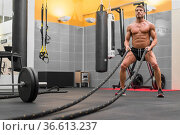 Muscular powerful man working out with rope in functional training... Стоковое фото, фотограф David Herraez Calzada / easy Fotostock / Фотобанк Лори