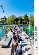 Besucher am Bootsanleger zur Insel Mainau am Bodensee. Стоковое фото, фотограф Zoonar.com/Karl Heinz Spremberg / age Fotostock / Фотобанк Лори