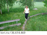 Balancieren, balance, balanciermeile, dietzenbach, frau, mensch, person... Стоковое фото, фотограф Zoonar.com/Volker Rauch / easy Fotostock / Фотобанк Лори