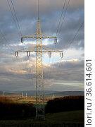 Stromleitung ins Weserbergland. Стоковое фото, фотограф Zoonar.com/Martina Berg / easy Fotostock / Фотобанк Лори