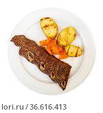 Portion of fried potatoes with beef steak. Стоковое фото, фотограф Яков Филимонов / Фотобанк Лори