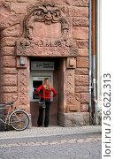 Geldautomat in Weimar - man beachte die grimmige Maske oben an der... Стоковое фото, фотограф Zoonar.com/Martina Berg / easy Fotostock / Фотобанк Лори