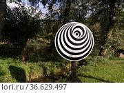 Rotationsscheibe nach Kükelhaus dreht sich auf dem Weg der Sinne ... Стоковое фото, фотограф Zoonar.com/Robert B. Fishman / age Fotostock / Фотобанк Лори