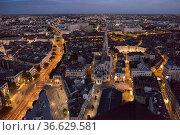 Blick auf die Altstadt von Nantes von oben am Abend, Foto: Robert... Стоковое фото, фотограф Zoonar.com/Robert B. Fishman / age Fotostock / Фотобанк Лори