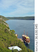 Limski-Kanal , boot, schiff, Istrien, limfjord, lim-fjord, limskikanal... Стоковое фото, фотограф Zoonar.com/Volker Rauch / easy Fotostock / Фотобанк Лори