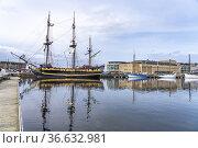 Dreimaster Etoile du Roy im Hafen von Saint Malo, Bretagne, Frankreich... Стоковое фото, фотограф Peter Schickert / age Fotostock / Фотобанк Лори