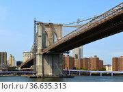 Brooklyn Bridge (1883), hybrid cable-stayed, suspension bridge, against blue sky in New York City. United States. Стоковое фото, фотограф Валерия Попова / Фотобанк Лори