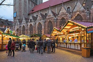 Брауншвайг, Германия. Рождественский базар около Брауншвайгского собора