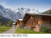 Almhüttemidylle in der Eng in Tirol. Стоковое фото, фотограф Zoonar.com/Eder Christa / easy Fotostock / Фотобанк Лори