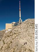 Gipfelrestaurant und Antnne am Saentis, Kanton St. Gallen, Schweiz. Стоковое фото, фотограф Zoonar.com/Günter Lenz / age Fotostock / Фотобанк Лори