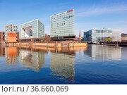 Hamburg, Deutschland - 21. April 2021: Der Spiegel Hauptsitz an der... Стоковое фото, фотограф Zoonar.com/Markus Mainka / age Fotostock / Фотобанк Лори