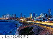 Tel Aviv, Israel - 24. Februar 2019: Skyline blaue Stunde Nacht nachts... Стоковое фото, фотограф Zoonar.com/Markus Mainka / easy Fotostock / Фотобанк Лори