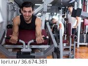 Man training on fitness machine in gym. Стоковое фото, фотограф Яков Филимонов / Фотобанк Лори