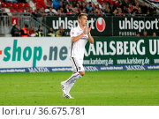 Nils Petersen (Freiburg) erzielte in Kaiserslautern seinen sechsten... Стоковое фото, фотограф Zoonar.com/Joachim Hahne / age Fotostock / Фотобанк Лори