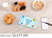 Healthy Tablet Pc compostion with GLYCEMIC INDEX inscription, weight... Стоковое фото, фотограф Zoonar.com/rancz / easy Fotostock / Фотобанк Лори