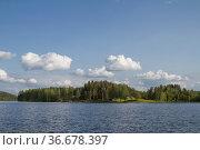 Der idyllische kleine Waldsee unweit der norwegischen Grenze nach... Стоковое фото, фотограф Zoonar.com/Eder Christa / easy Fotostock / Фотобанк Лори