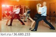 People dancing Argentine tango. Стоковое фото, фотограф Яков Филимонов / Фотобанк Лори