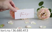 Bouquet of beautiful orange roses on table. Стоковое видео, видеограф Peredniankina / Фотобанк Лори