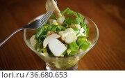 Fresh spring diet salad of mushrooms, eggs, green onions. Стоковое видео, видеограф Peredniankina / Фотобанк Лори