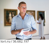 Portrait of man in gallery. Стоковое фото, фотограф Яков Филимонов / Фотобанк Лори