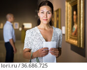 Adult woman in gallery. Стоковое фото, фотограф Яков Филимонов / Фотобанк Лори