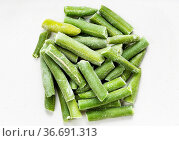 Pile of cut and frozen green beans close up on gray ceramic plate. Стоковое фото, фотограф Zoonar.com/Valery Voennyy / easy Fotostock / Фотобанк Лори