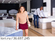 Woman choosing new mattress in furniture store. Стоковое фото, фотограф Яков Филимонов / Фотобанк Лори