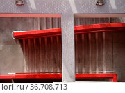 Die Draufsicht auf einer Betontreppe in einem Parkhaus. Стоковое фото, фотограф Zoonar.com/Bastian Kienitz / easy Fotostock / Фотобанк Лори