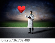 The doctor looks at the virtual projection of the heart. virtual technology... Стоковое фото, фотограф Zoonar.com/Aleksandr Khakimullin / easy Fotostock / Фотобанк Лори