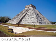 Pyramid Kukulkan and dig in the ground in Chichen Itza, Mexico. Стоковое фото, фотограф Zoonar.com/Valeriy Shanin / age Fotostock / Фотобанк Лори