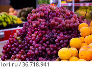 Fresh bunches grapes on counter in food market. Стоковое фото, фотограф Яков Филимонов / Фотобанк Лори