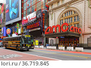 Fuji bus on 42nd Street, New York City. Редакционное фото, фотограф Валерия Попова / Фотобанк Лори