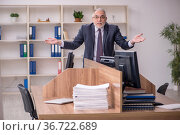 Old male employer and too much work in the office. Стоковое фото, фотограф Elnur / Фотобанк Лори
