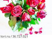 Above view of bouquet of wilted red rose flowers in glass vase and... Стоковое фото, фотограф Zoonar.com/Valery Voennyy / easy Fotostock / Фотобанк Лори