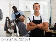 Successful professional barber. Стоковое фото, фотограф Яков Филимонов / Фотобанк Лори