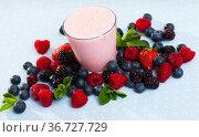 Raspberry smoothie with fresh berries. Стоковое фото, фотограф Яков Филимонов / Фотобанк Лори